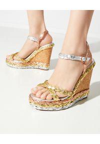 SOPHIA WEBSTER - Sandały na koturnie Ines. Zapięcie: pasek. Kolor: srebrny. Materiał: materiał, guma. Wzór: paski. Obcas: na koturnie