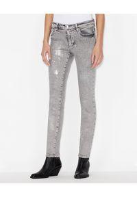 Armani Exchange - ARMANI EXCHANGE - Spodnie jeansowe z zabrudzeniami. Kolor: szary