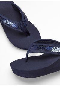 Niebieskie klapki bonprix eleganckie, na lato, na koturnie