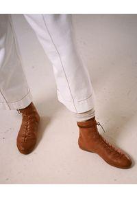 BALAGAN - Beżowe botki w stylu bokserskim Rocky. Wysokość cholewki: przed kolano. Zapięcie: sznurówki. Kolor: beżowy. Szerokość cholewki: normalna. Styl: sportowy