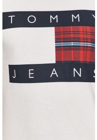 Biały t-shirt Tommy Jeans casualowy, na co dzień