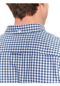 TOP SECRET - Koszula z tkaniny oksford o komfortowym kroju. Okazja: na co dzień. Kolor: niebieski. Materiał: tkanina. Długość rękawa: długi rękaw. Długość: długie. Wzór: kratka. Sezon: zima, jesień. Styl: klasyczny, casual