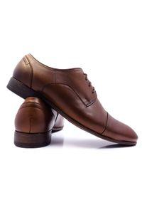 Modini - Brązowe półmatowe męskie buty wizytowe T97. Kolor: brązowy. Materiał: skóra. Styl: wizytowy