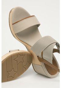 Beżowe sandały TOMMY HILFIGER na koturnie, gładkie
