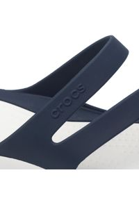 Crocs - Klapki CROCS - Swiftwater Sandal W 203998 Navy/White. Kolor: niebieski