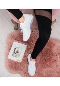 Białe buty sportowe N/M bez zapięcia, w ażurowe wzory
