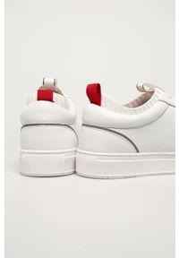 Białe sneakersy Karl Lagerfeld na sznurówki, z okrągłym noskiem