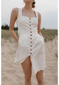 Marsala - Sukienka lniana długości midi na guziki - PICANTE BY MARSALA. Okazja: do pracy, na spotkanie biznesowe. Materiał: len. Długość rękawa: na ramiączkach. Styl: biznesowy, retro. Długość: midi