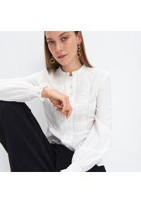 Biała koszula Mohito w koronkowe wzory