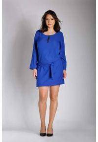 Nommo - Niebieska Nowoczesna Sukienka z Zamkiem przy Dekolcie PLUS SIZE. Kolekcja: plus size. Kolor: niebieski. Materiał: poliester, wiskoza. Typ sukienki: dla puszystych