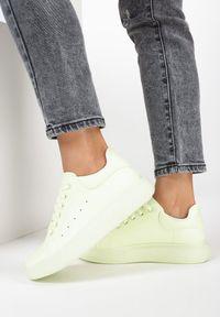 Miętowe buty sportowe Born2be