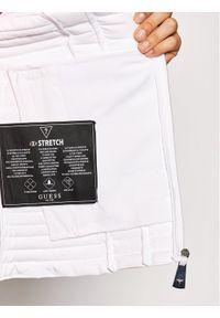 Guess Kurtka puchowa Vona W0BL1I W6NW0 Biały Slim Fit. Kolor: biały. Materiał: puch