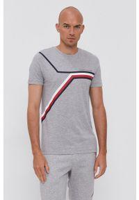 TOMMY HILFIGER - Tommy Hilfiger - T-shirt bawełniany. Okazja: na co dzień. Kolor: szary. Materiał: bawełna. Wzór: nadruk. Styl: casual