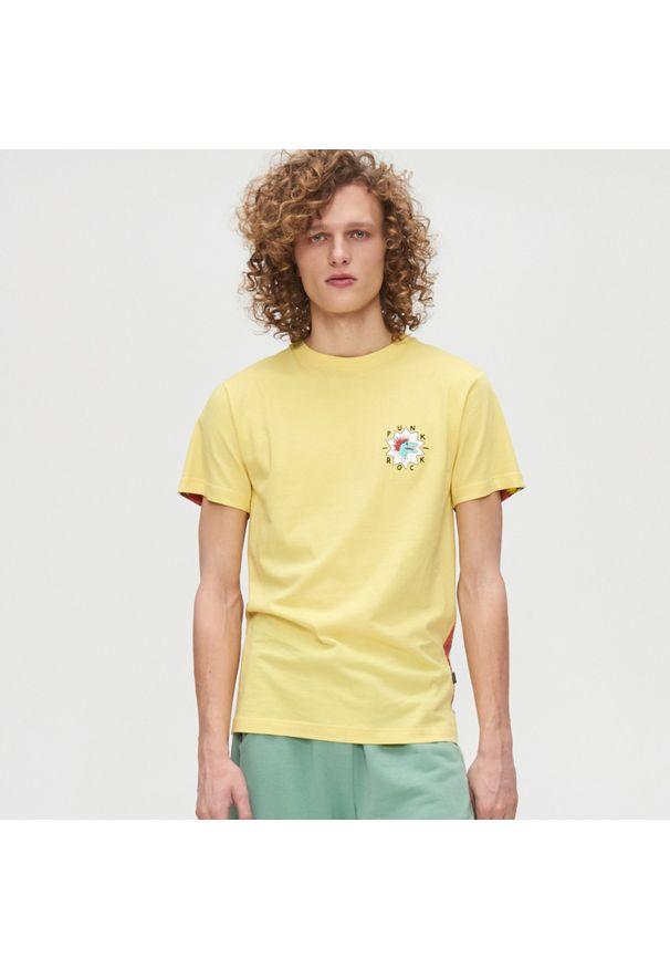 Żółty t-shirt Cropp z nadrukiem, z dekoltem na plecach