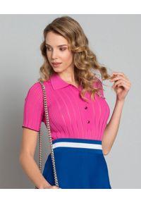 Pinko - PINKO - T-shirt polo z naszywką Bongi. Okazja: na co dzień. Typ kołnierza: polo. Kolor: różowy, wielokolorowy, fioletowy. Materiał: materiał, prążkowany. Wzór: aplikacja. Styl: elegancki, casual