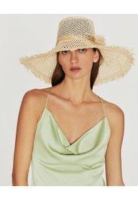 RUSLAN BAGINSKIY - Jasny słomiany kapelusz. Kolor: beżowy. Wzór: aplikacja