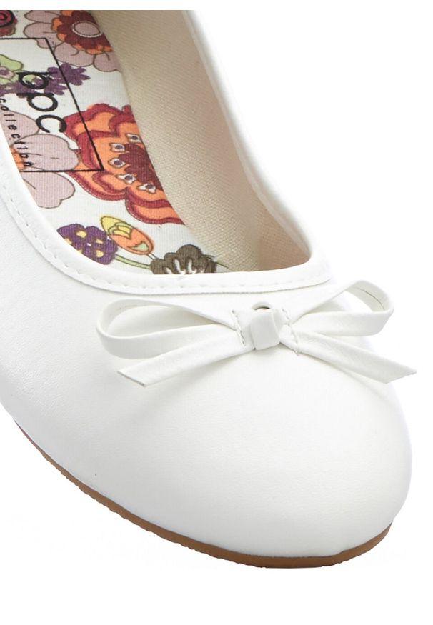 Białe baleriny bonprix
