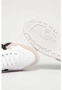 Białe sneakersy Asics na sznurówki, z okrągłym noskiem, z cholewką