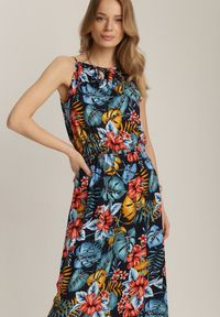 Renee - Granatowa Sukienka Bruinen. Typ kołnierza: dekolt halter. Kolor: niebieski. Materiał: bawełna, tkanina. Długość rękawa: na ramiączkach. Wzór: kolorowy. Sezon: lato. Długość: maxi