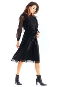 Awama - Czarna Tiulowa Midi Sukienka z Falbankami. Typ kołnierza: kołnierz z falbankami. Kolor: czarny. Materiał: tiul. Długość: midi