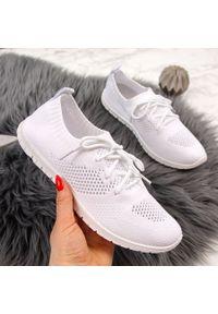 Białe buty sportowe McKeylor w ażurowe wzory