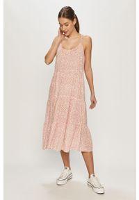 Różowa sukienka Vero Moda na ramiączkach, midi, rozkloszowana