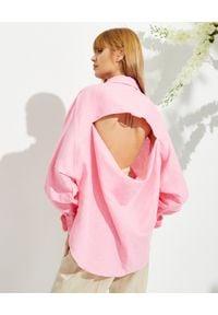 MARIANNA SENCHINA - Różowa koszula z rozcięciem na plecach. Okazja: na co dzień. Kolor: wielokolorowy, fioletowy, różowy. Materiał: len, jeans. Długość rękawa: długi rękaw. Długość: długie. Styl: casual, vintage, klasyczny