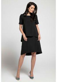 Czarna sukienka Nommo trapezowa, z asymetrycznym kołnierzem