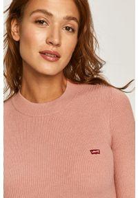 Różowy sweter Levi's® w kolorowe wzory, na spotkanie biznesowe