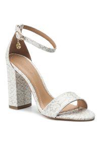 Białe sandały Kazar z paskami