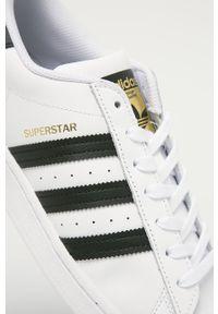 Białe sneakersy adidas Originals z cholewką, na sznurówki, z okrągłym noskiem