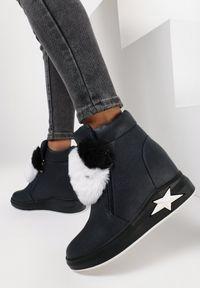 Niebieskie buty sportowe Born2be na koturnie