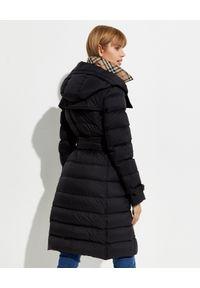 Burberry - BURBERRY - Czarny płaszcz puchowy. Kolor: czarny. Materiał: puch. Długość rękawa: długi rękaw. Długość: długie. Styl: klasyczny #4