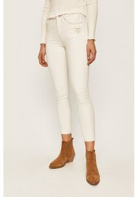 Desigual - Jeansy KASANDRA. Kolor: biały. Wzór: haft