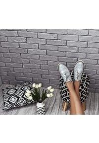 Zapato - półbuty - skóra naturalna - model 258 - kolor srebrny. Nosek buta: okrągły. Zapięcie: sznurówki. Kolor: srebrny. Materiał: skóra. Wzór: kolorowy. Sezon: lato. Obcas: na obcasie. Styl: elegancki, klasyczny. Wysokość obcasa: niski