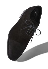 MANOLO BLAHNIK - Czarne oxfordy Witney. Okazja: na co dzień, do pracy, na spotkanie biznesowe. Kolor: czarny. Materiał: zamsz, wełna, bawełna. Styl: casual, biznesowy, klasyczny, elegancki