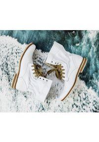 Białe botki Zapato sportowe, z cholewką za kostkę, w kolorowe wzory