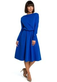 MOE - Chabrowa Rozkloszowana Dzianinowa Sukienka z Gumką w Tali. Kolor: niebieski. Materiał: dzianina