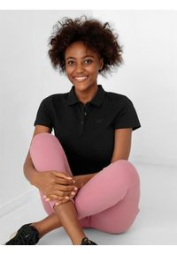 4f - Koszulka polo regular damska. Typ kołnierza: polo. Kolor: czarny. Materiał: bawełna, materiał