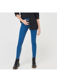 Niebieskie jeansy Sinsay z podwyższonym stanem