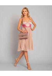 Pinko - PINKO - Sukienka Seminare. Kolor: różowy, wielokolorowy, fioletowy. Materiał: satyna, koronka. Długość rękawa: na ramiączkach. Wzór: koronka, aplikacja. Typ sukienki: plisowane. Styl: wizytowy. Długość: midi