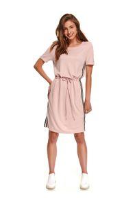 Różowa sukienka DRYWASH w kolorowe wzory, sportowa, sportowa, z krótkim rękawem
