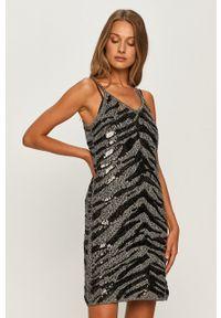 TwinSet - Twinset - Sukienka. Kolor: srebrny. Długość rękawa: na ramiączkach. Typ sukienki: dopasowane