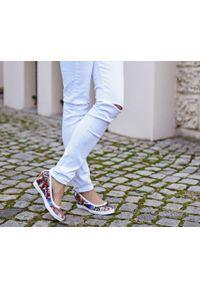 Zapato - kolorowe półbuty na koturnie - skóra naturalna - model 024 - kolor motyl. Okazja: na spotkanie biznesowe. Materiał: skóra. Wzór: kolorowy. Obcas: na koturnie. Styl: sportowy, glamour, elegancki, klasyczny, biznesowy. Wysokość obcasa: wysoki