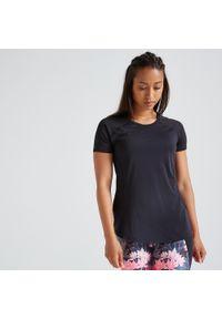 DOMYOS - Koszulka fitness krótki rękaw. Kolor: czarny. Materiał: elastan, poliester, materiał. Długość rękawa: krótki rękaw. Długość: krótkie. Sport: fitness