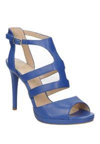 Niebieskie sandały Bruno Premi w kolorowe wzory, na lato