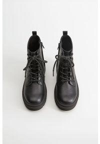 Czarne buty zimowe Mango Kids z okrągłym noskiem, na sznurówki