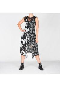 Guess Sukienka. Typ kołnierza: dekolt w kształcie V. Materiał: tkanina, koronka. Wzór: koronka, aplikacja. Typ sukienki: asymetryczne, dopasowane. Długość: mini