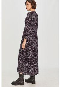 Czarna sukienka Answear Lab prosta, wakacyjna, na co dzień