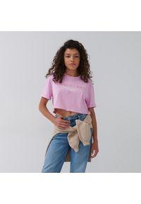 House - Krótka koszulka z napisem Long Island - Różowy. Kolor: różowy. Długość: krótkie. Wzór: napisy
